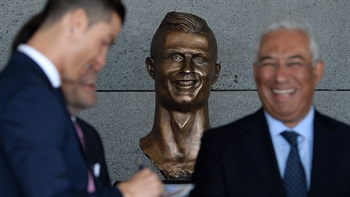 This Cristiano Ronaldo statue is quite the work of art