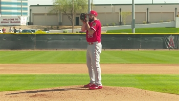 Shoemaker throws to hitters for first time since head injury