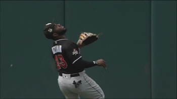 WATCH: How did Marlins' Marcell Ozuna make this catch?