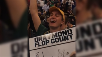 Draymond Green autographs a poster that trolls him