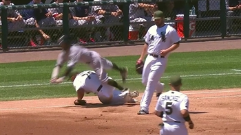 WATCH: Dustin Pedroia leaves game after collision with Jose Abreu