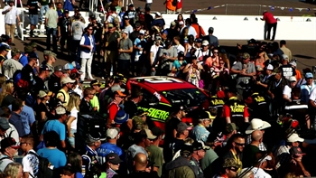 Phoenix Raceway: Garage hot pass takes racing fans to ground zero