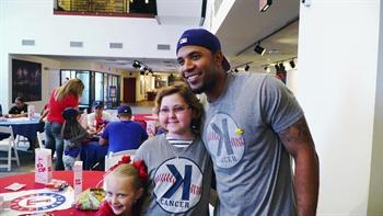 Rangers Insider: Elvis Andrus visits Sunshine Kids