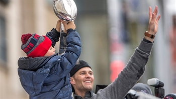 Tom Brady told Robert Kraft he plans to play another six or seven years
