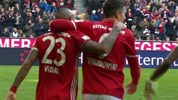 Robert Lewandowski scores twice for Bayern Munich | 2016-17 Bundesliga Highlights