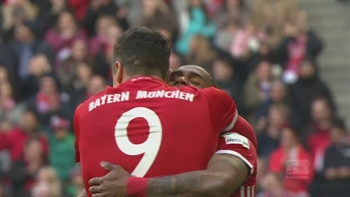 Robert Lewandowski scores a hat trick for Bayern Munich | 2016-17 Bundesliga Highlights