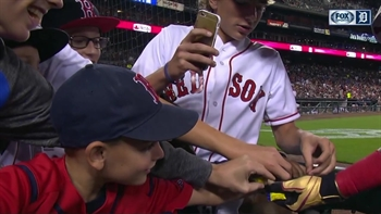 David Ortiz treats young Red Sox fans to some candy