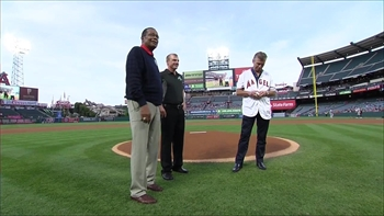 Angels Live: Rod Carew takes part in first pitch ceremony at The Big A