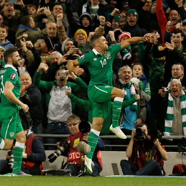 'Walters puts Republic of Ireland in front of Bosnia-Herzegovina | Euro 2016 Qualifiers Highlights' from the web at 'http://fsvideoprod.edgesuite.net/img/Fox_Sports_Production/825/163/4706871_375x375_567816771600.jpg'
