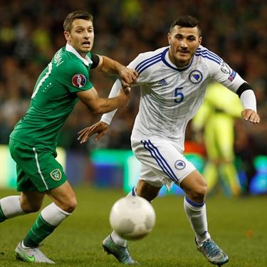 'Republic of Ireland vs. Bosnia-Herzegovina | Euro 2016 Qualifiers Highlights' from the web at 'http://fsvideoprod.edgesuite.net/img/Fox_Sports_Production/825/163/4706900_375x375_567845955587.jpg'