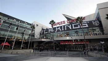 Lakers unveil Shaq statue during star-studded Staples Center ceremony